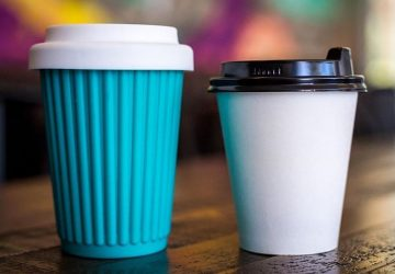 coffee cups with lids